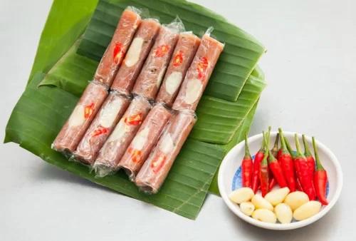 Không ai rõ nghề làm nem chua xuất hiện ở Thanh Hóa khi nào, chỉ biết từ những năm 70 của thế kỷ trước, vùng đất này đã có 4-5 cơ sở sản xuất và kinh doanh nem chua